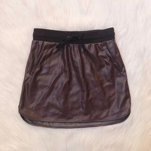 Maroon faux leather athletic style mini skirt 🖤